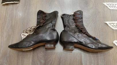 Botins modernistes de cuir