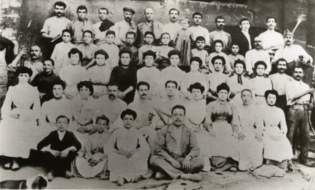 Treballadors de la fàbrica Pujol i Bausis. c. 1904-1905. AMEL. Col·lecció Imatges, procedència Remei Artigas