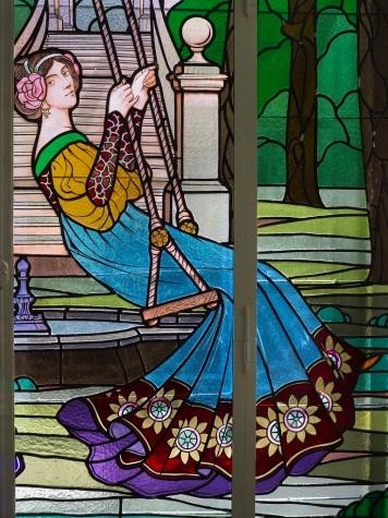 Detall del vitrall de les Dames de Cerdanyola, c. 1919.