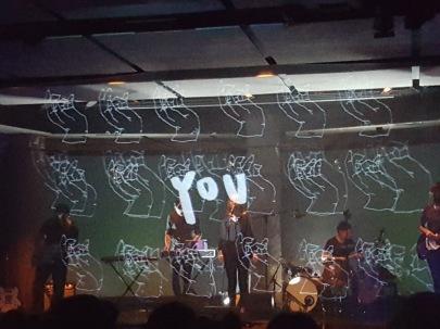 Projecció del treball de l'Alícia Vogel en el concert en directe