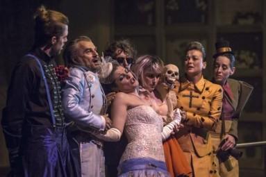 Josep-Ramon Olivé interpretant el rol de Carles de l'òpera L'Eclipsi de García-Demestres