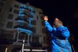 Detall del moment d'interacció amb la façana de La Pedrera. ©Fundació Catalunya-La Pedrera