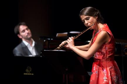 Elisabeth Franch acompanyada de Josep Buforn al seu primer concert a La Pedrera © Fundació Catalunya-La Pedrera